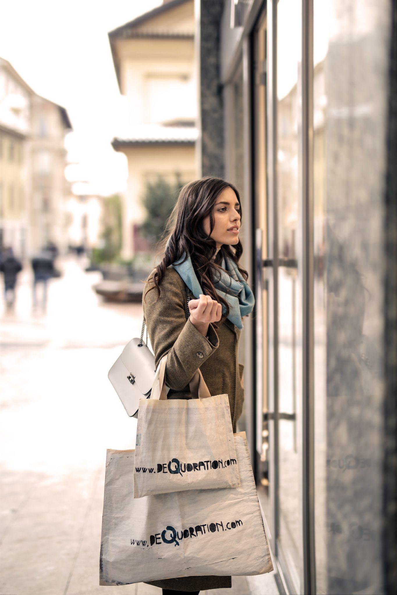 woman-wearing-gray-coat-935760