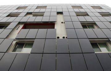 Edificio con vidrios fotoeléctricos