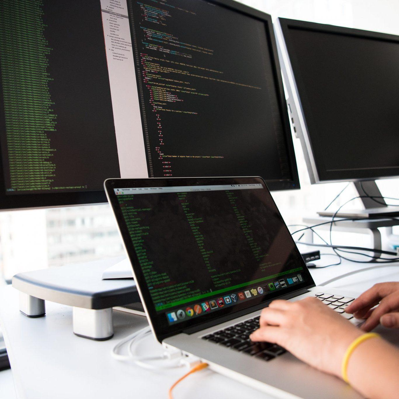 connection-data-desk-1181675